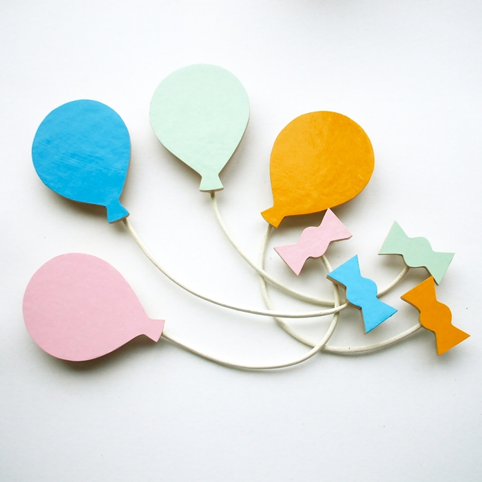 balloon and ribbon wooden  brooches