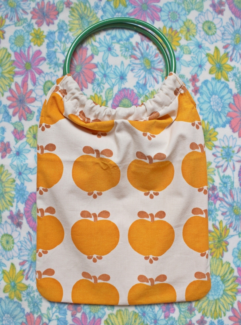 chiaki creates vintage fabric bag with circular handles 2